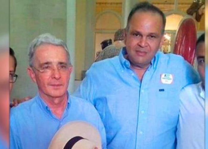 ¿Las redes sociales tienen arrinconado a Álvaro Uribe?