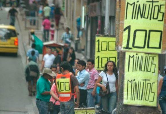 Venta de minutos en la calle, una fuente de contagio segura