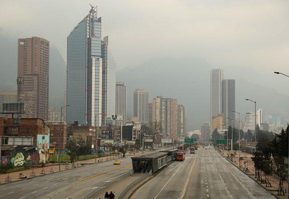 Bogotá para por un virus, pero no por la contaminación que mata a miles cada año...