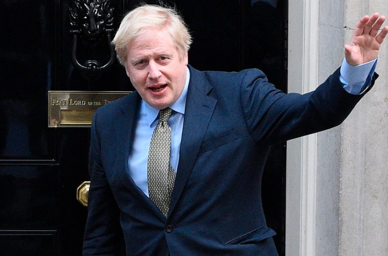 Boris Johnson en contravía del mundo en el manejo del coronavirus
