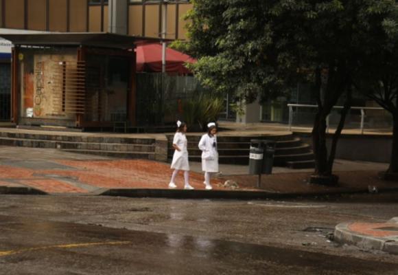 Discriminan enfermeras en Colombia por temor a ser contagiados por Coronavirus