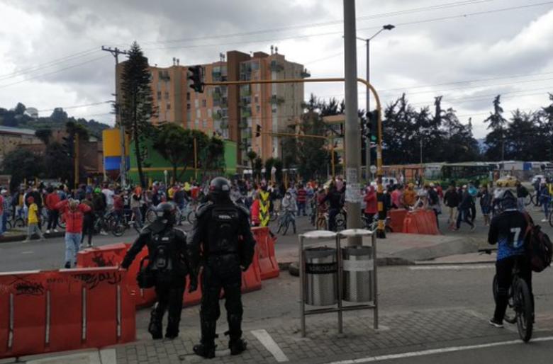 Se le rebelaron los vendedores ambulantes a Claudia López. Video