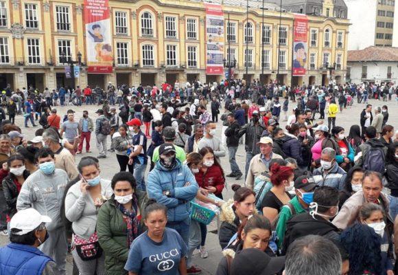 Cientos de venezolanos en la Plaza de Bolívar: