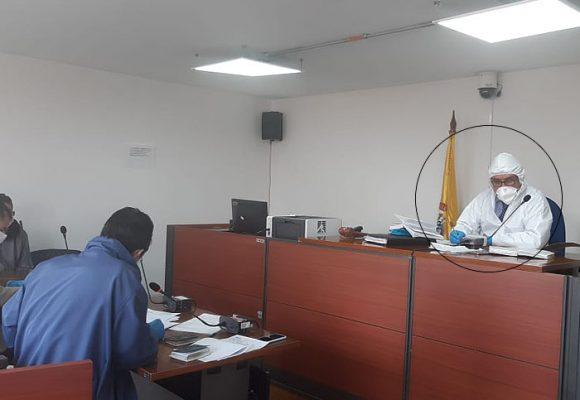 Con uniformes quirúrgicos, jueces inician audiencias en Paloquemao