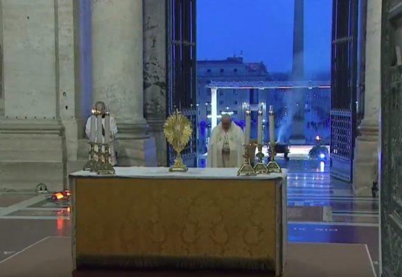 EN VIVO🔴: El Papa da la bendición al mundo por el Coronavirus
