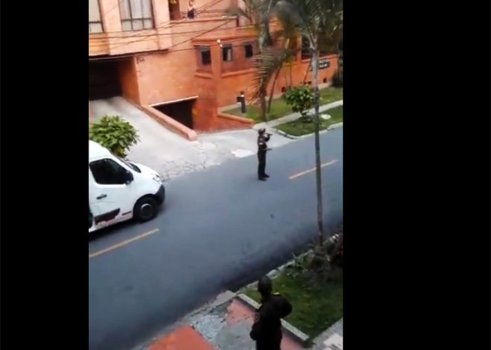 [VIDEO] El concierto que dio la Policía a las personas en cuarentena