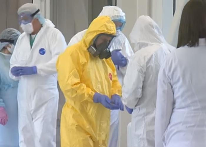 Con traje especial: Así visitó Putin hospital con pacientes sospechosos de Coronavirus