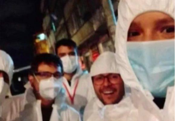 ¡Los trajes de bioseguridad son para los médicos no para tomarse selfies!
