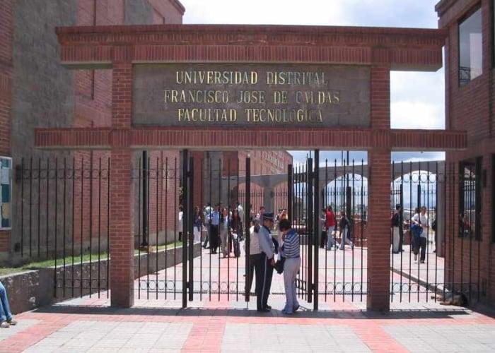 Sobre el plan de virtualización de la Universidad Distrital
