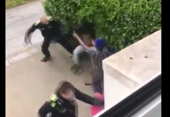 La brutal golpiza de un policía a un ciudadano por no respetar la cuarentena. VIDEO