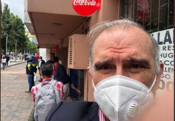 ¿Humberto de la Calle viola la cuarentena obligatoria para mayores de 70?
