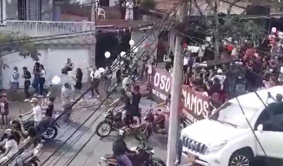 La caravana con la que despidieron en Bello a un presunto narco en plena cuarentena