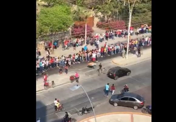 Rios de gente en Santa Marta. La cuarentena no la respeta nadie