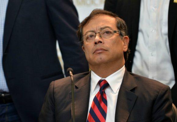 Dura crítica a Petro por no confiar en medicina colombiana