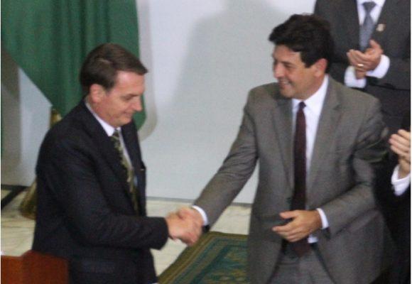 Bolsonaro se deshace de su ministro de salud en plena crisis