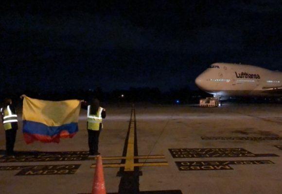 La caravana de vuelos humanitarios alemanes en cabeza de su embajador