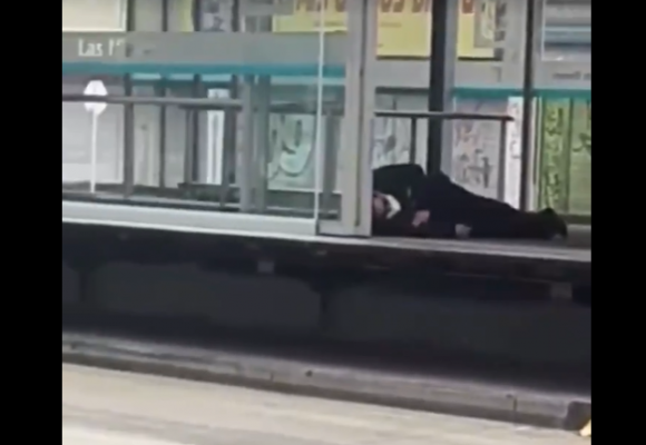 Persona se desploma en Transmilenio en plena cuarentena. Video