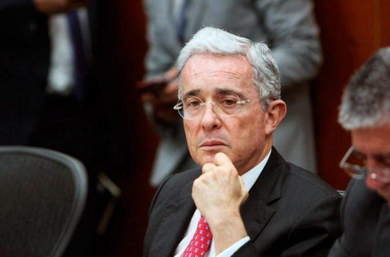 Alvaro Uribe desmiente las calumnias sobre su salud
