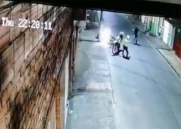 Video: El hombre que armado y violando la cuarentena se hizo matar