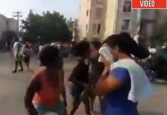 Miles de cartageneros salen a la calle a gritar