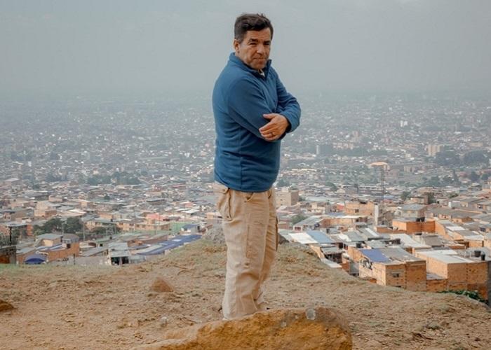 Óscar Emilio Bustos, un cronista todoterreno de overol y botas