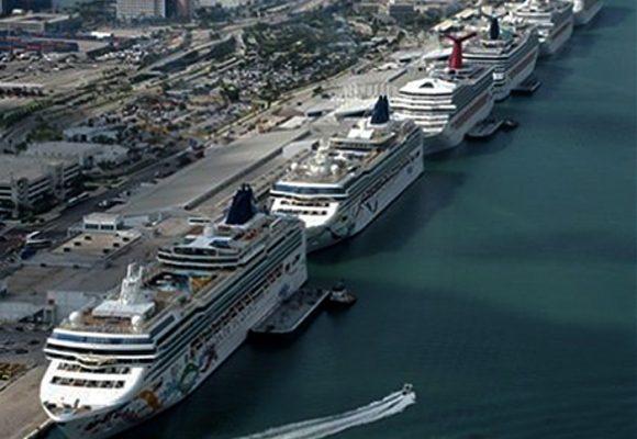 Cruceros anclados a la espera de poder zarpar