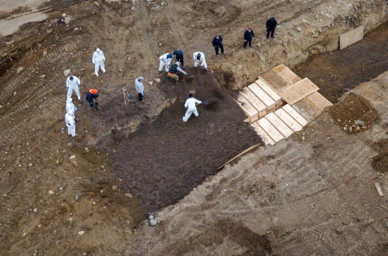 La gigantesca fosa común para muertos de Coronavirus en NY