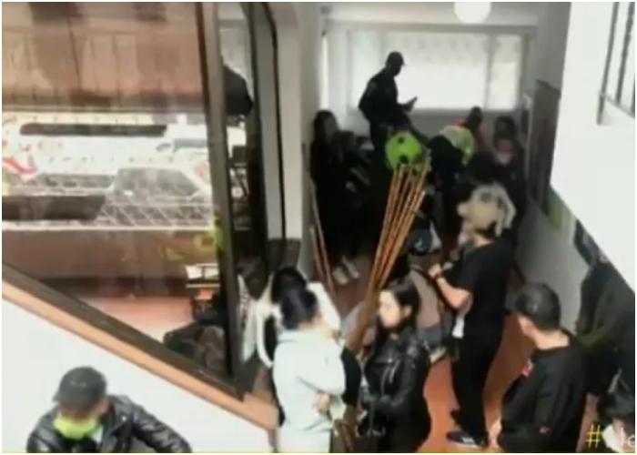 El domiciliario al que no le pagaron el guaro y en venganza denunció una rumba de 40 personas