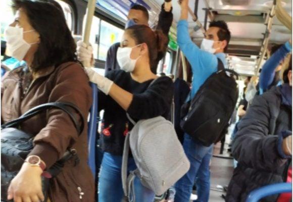 Venezolanos siguen pidiendo limosna en medio de aglomeraciones en Transmilenio