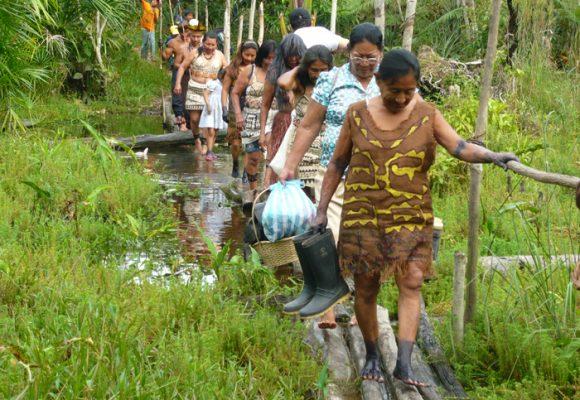 Niñas indígenas del Amazonas son violadas e infectadas con enfermedades de transmisión sexual ante la mirada de todos