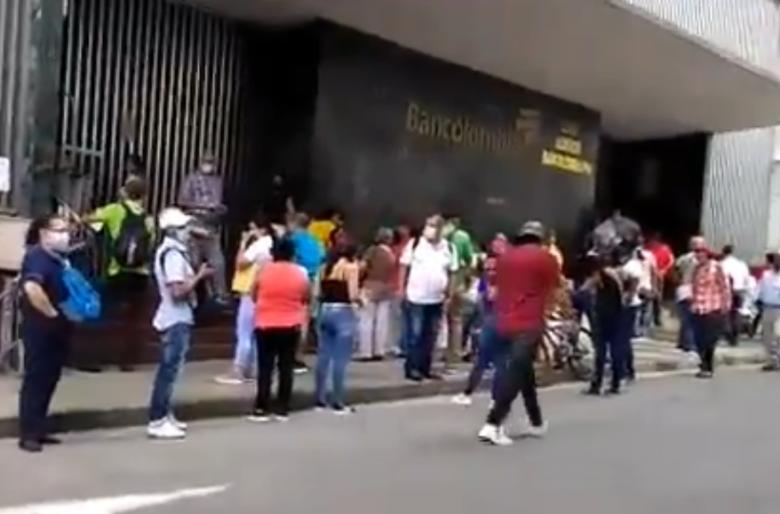 La humillación de los bancos a los colombianos. VIDEO