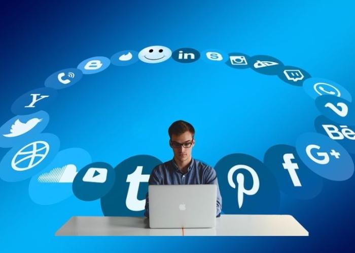 Los pseudorevolucionarios de las redes sociales
