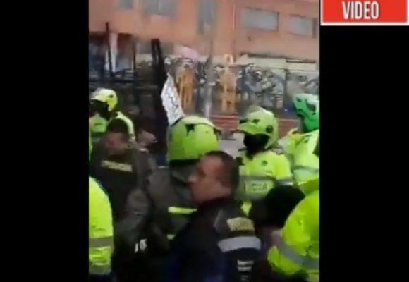 VIDEO: Golpiza de la policía a indígenas en Bogotá