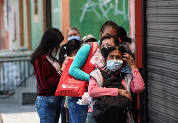 595 nuevos contagios y 21 personas fallecidas más por coronavirus en Colombia