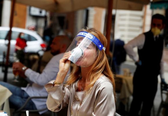 Italia inicia la reapertura de peluquerías, iglesias, bares, restaurantes y comercio