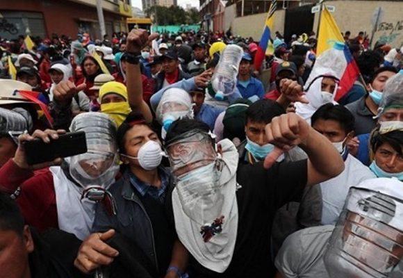 Desespero saca a la gente del Ecuador a la calle