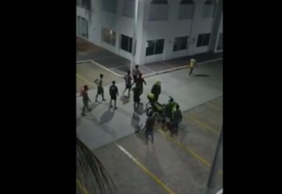 Se agarraron a tiros policias bachilleres y patrulleros en Cartagena. VIDEO