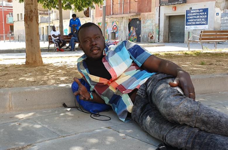 La tragedia de miles de negros: muertos por Coronavirus y hacinados en las calles en España