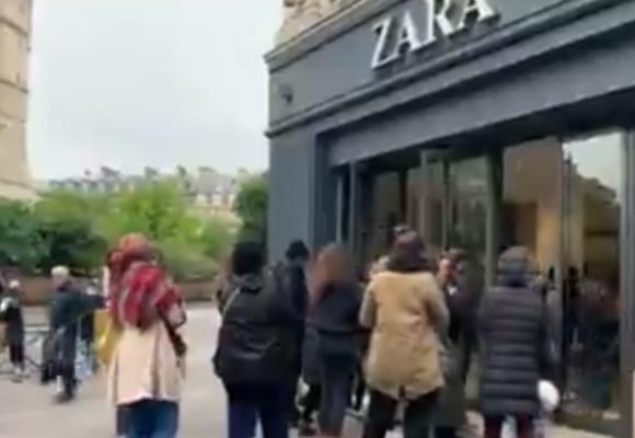 Lo primero que hacen en Paris es hacer filas frente a Zara: la estupidez es un fenómeno universal