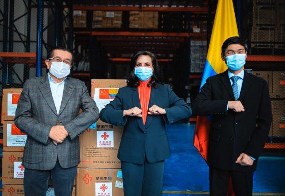 Entre tapabocas Colombia recibe donación china