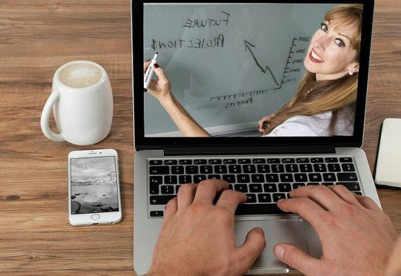 ¡Como por arte de magia ahora todos son expertos en educación virtual!