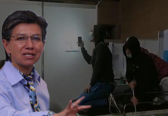 Medicos desocupados en Corferias juegan a hacer videos en Tik-Tok