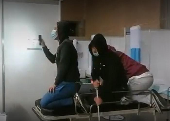 Echaron a empleados del hospital de Corferias por hacer videos en Tik-Tok