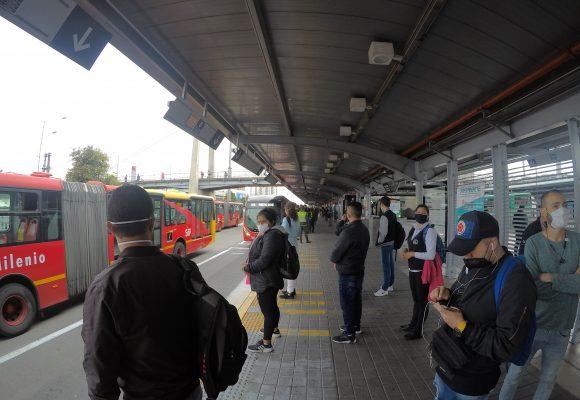 Bogotá le da sopa y seco en disciplina a Medellín