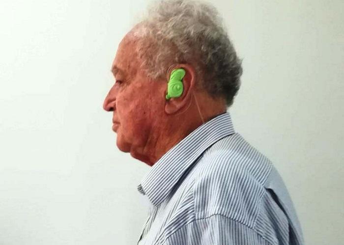 Don Mariano, el abuelo que espera no morir en la total sordera