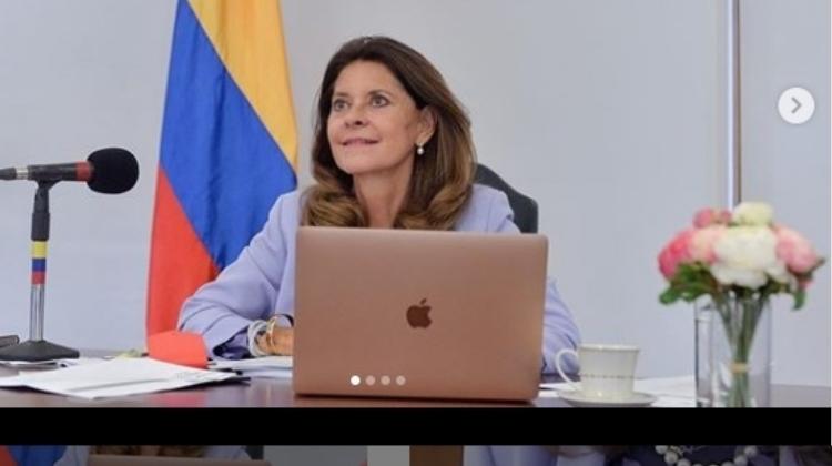 Marta Lucía fuera de contexto