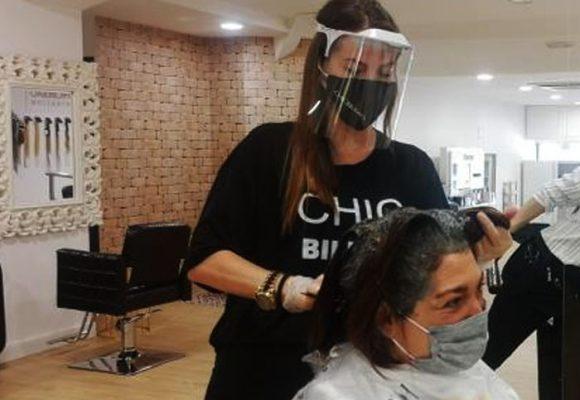 Dos peluqueros trabajaron con Coronavirus e infectaron a 140 personas