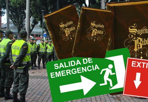 Las biblias y letreros de la Policía Nacional