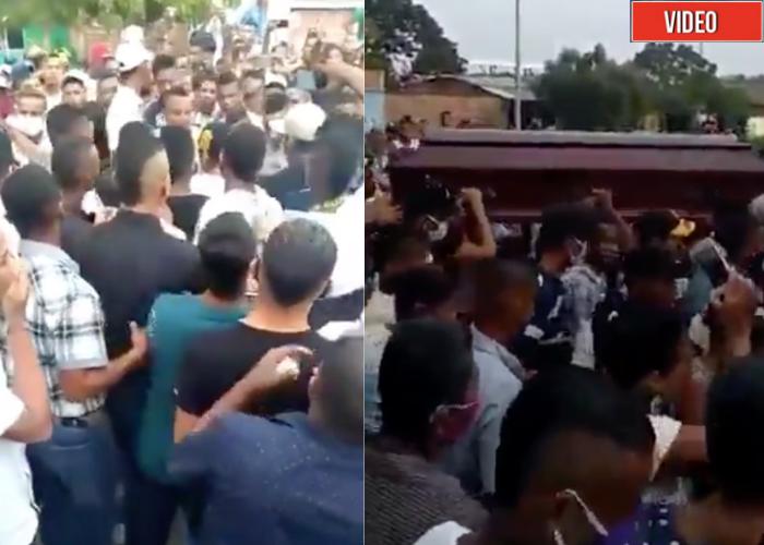 VIDEO: A un entierro en la Costa, en medio de la pandemia, fue todo el mundo