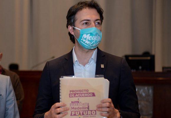 ¿Dónde quedó el compromiso de Daniel Quintero con los acuerdos?